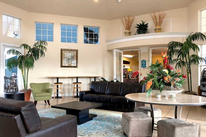 /hotelphotos/thumb-700x466-130842-1023-Windsor Palm Resort Vacation Home Clubhouse.jpg