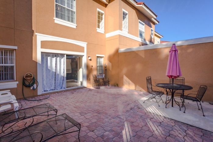 /hotelphotos/thumb-700x466-226488-ov11patio.jpg