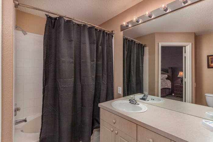 /hotelphotos/thumb-700x466-47669-1023-bathroom-1.jpg