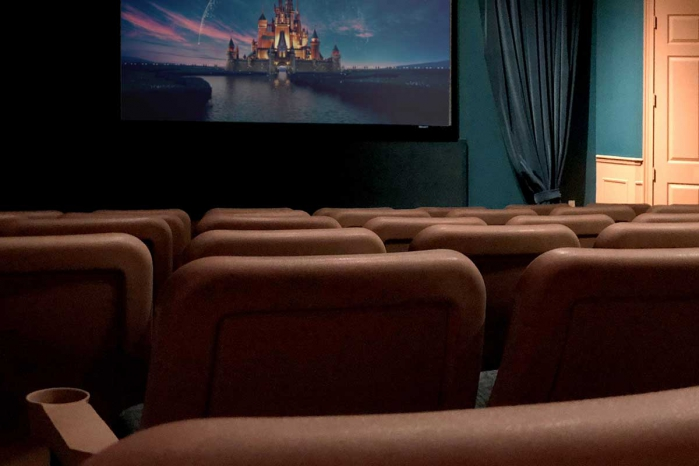 /hotelphotos/thumb-700x466-52049-1037-Windsor Palm Resort Vacation Home Theater.jpg
