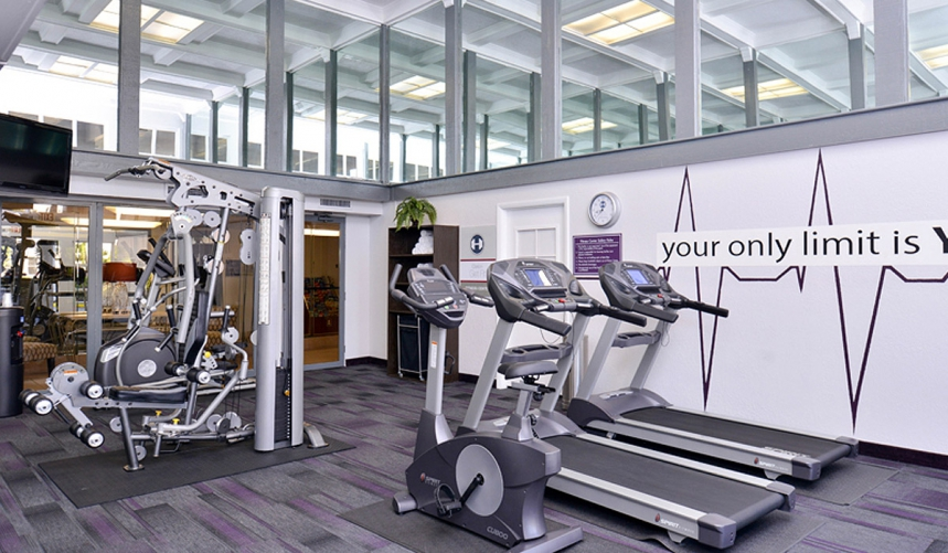 /hotelphotos/thumb-860x501-263563-Clarion Universl Fitness Center.jpg