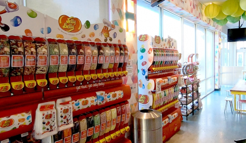 /hotelphotos/thumb-860x501-353750-HIW Candy Bar.jpg
