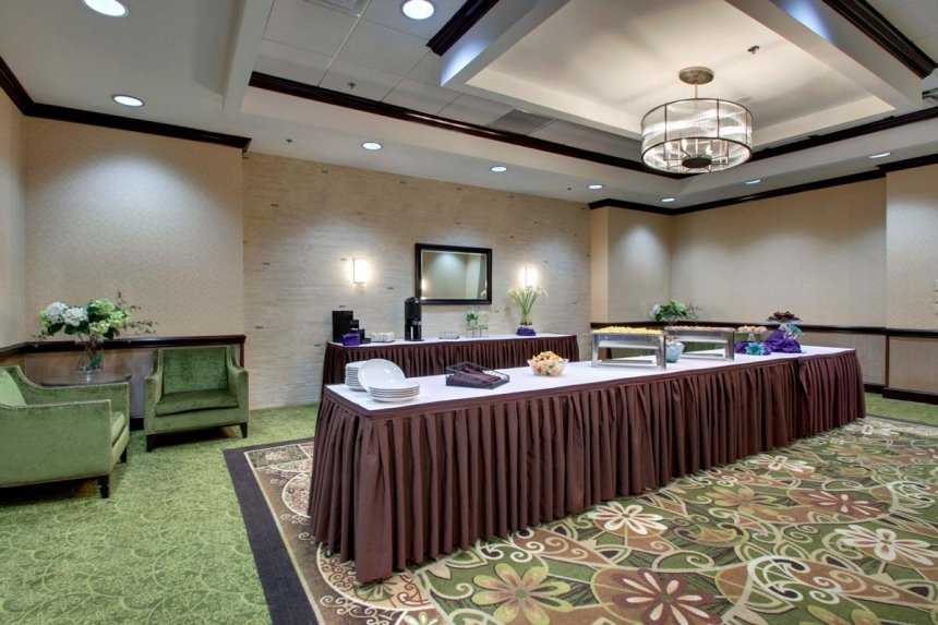 /hotelphotos/thumb-860x573-131233-Meeting-Room_Pre-Function-Space.jpg