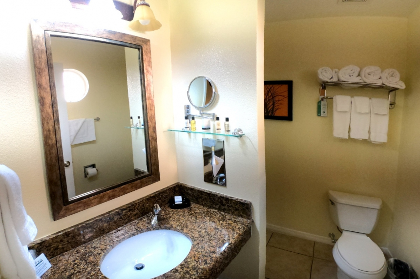 /hotelphotos/thumb-860x573-229644-Saratoga RV 3BR Bathroom.jpg