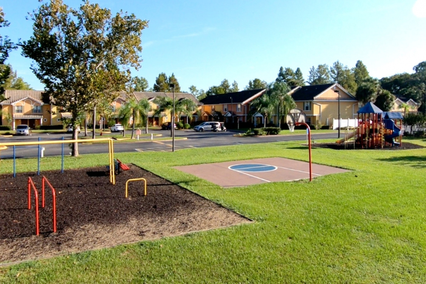 /hotelphotos/thumb-860x573-352216-Saratoga RV Playgrounds.jpg