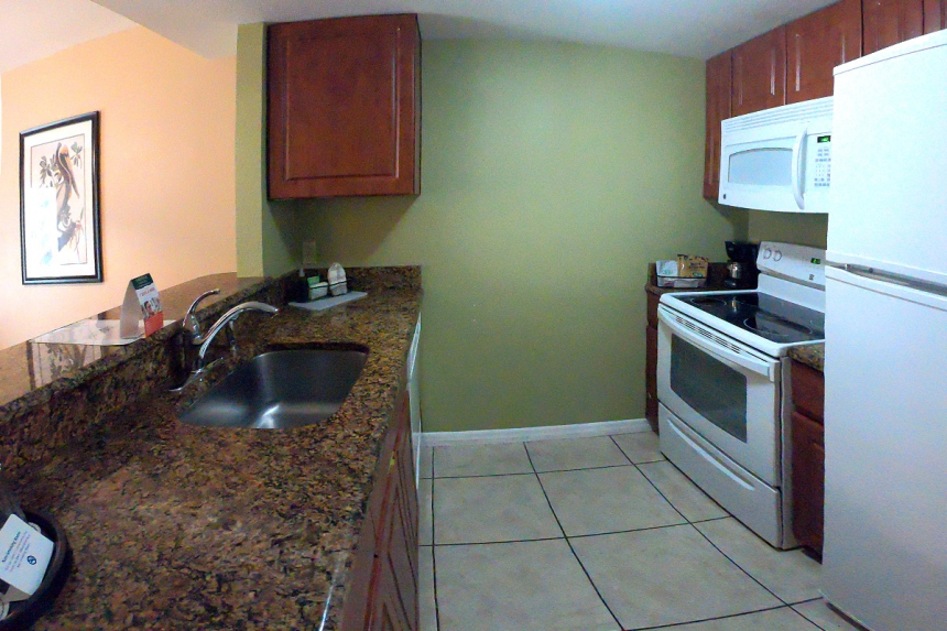 /hotelphotos/thumb-860x573-397634-Saratoga RV 3BR Kitchen.jpg
