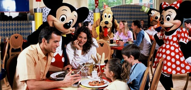 character-dining-cafe-disney