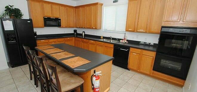orlando-vacation-rental-furnished-kitchen