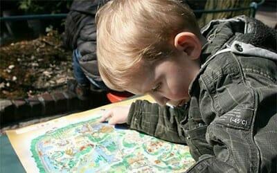 orlandovacation_child-reading-map
