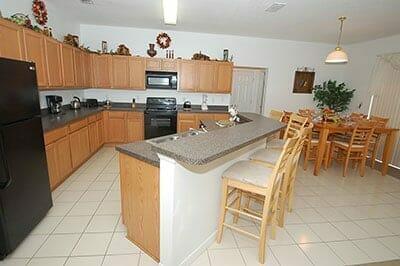 orlandovacation_kitchen-home-rental