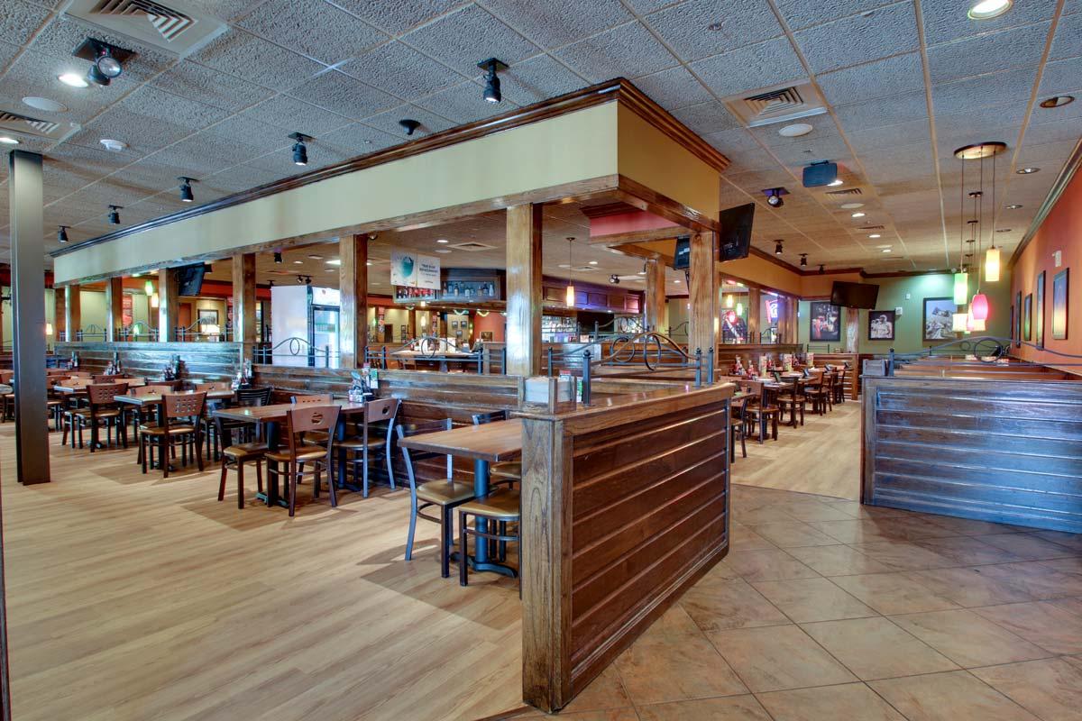 Hyatt-Lake-Buena-Vista-Hotel-Dining_Applebees-Interior