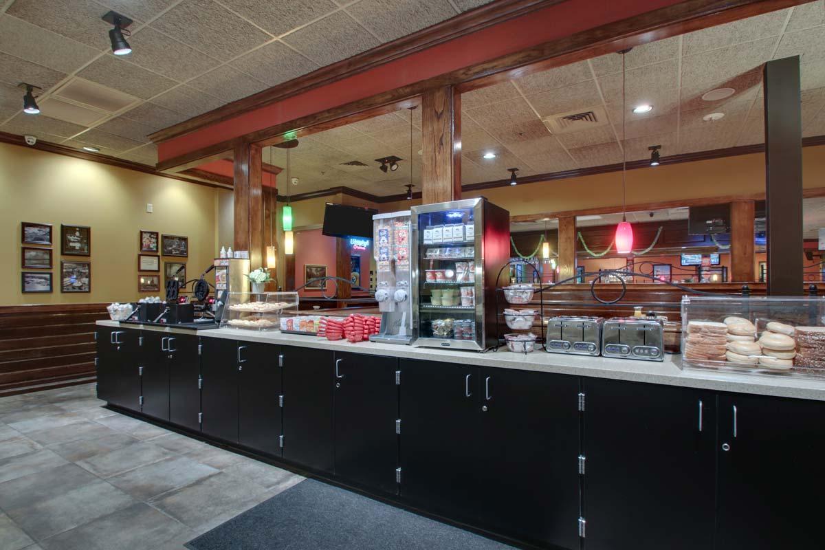 Hyatt-Lake-Buena-Vista-Hotel-Dining_Breakfast