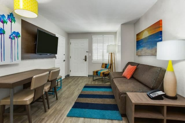 Holiday inn resort orlando suites with waterpark for Orlando 2 bedroom suite hotels