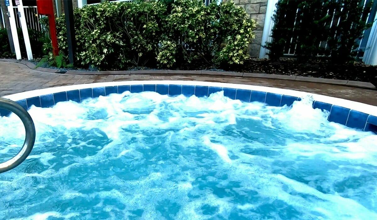 Holiday Inn Lake Buena Vista Orlando Hotel HotTube - OrlandoVacation
