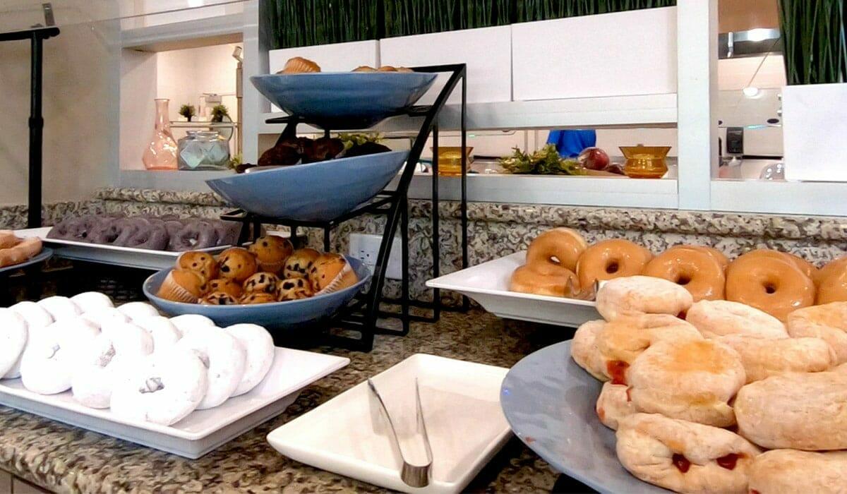Holiday Inn Suites Waterpark Orlando Hotel Breakfast