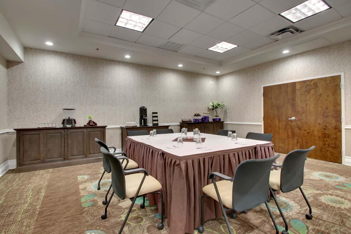 Hyatt-Lake-Buena-Vista-Hotel-Meeting-Room_Creative-Meeting-Room