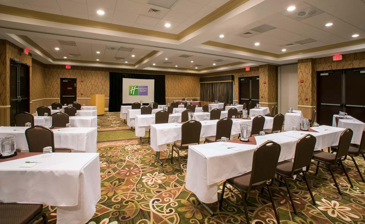 Hyatt-Lake-Buena-Vista-Hotel-Meeting-Space-Classroom-Rear