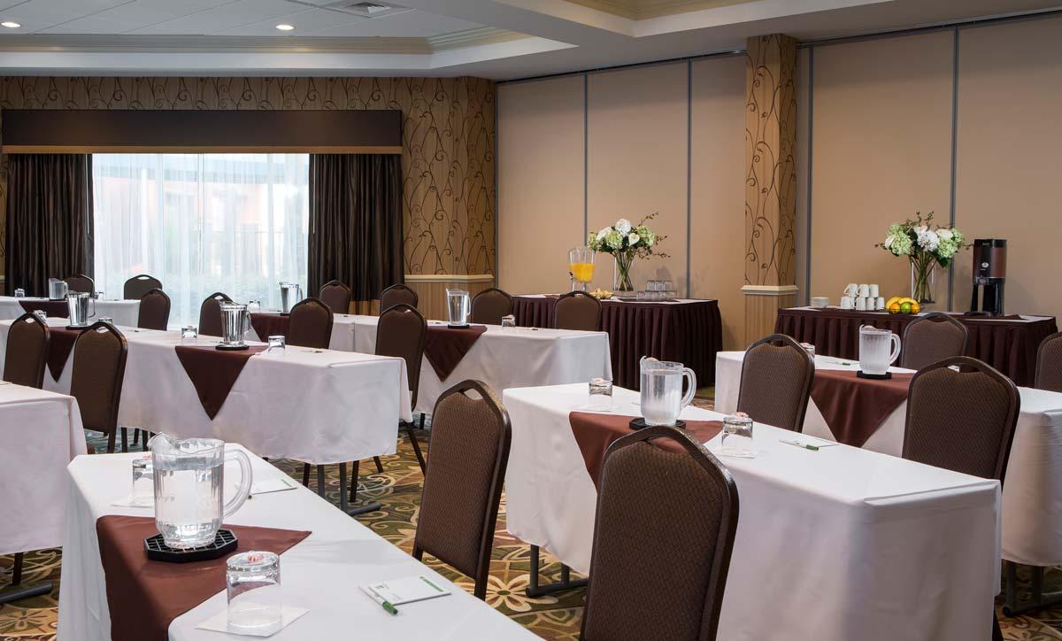 Hyatt-Lake-Buena-Vista-Hotel-Meeting-Space-Classroom-Side