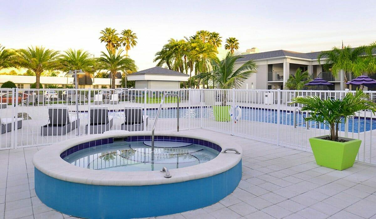 Clarion Hotel Orlando Hot tub