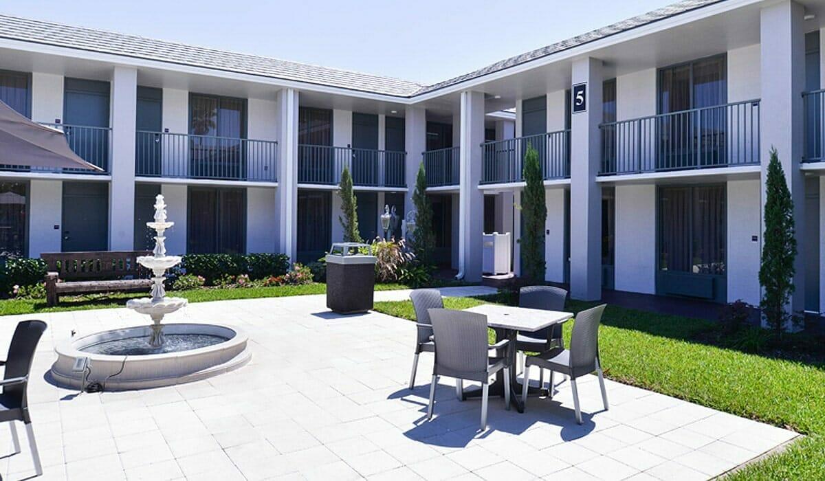 Clarion Hotel Orlando Patio