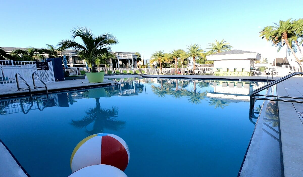 Clarion Hotel Orlando Pool 1