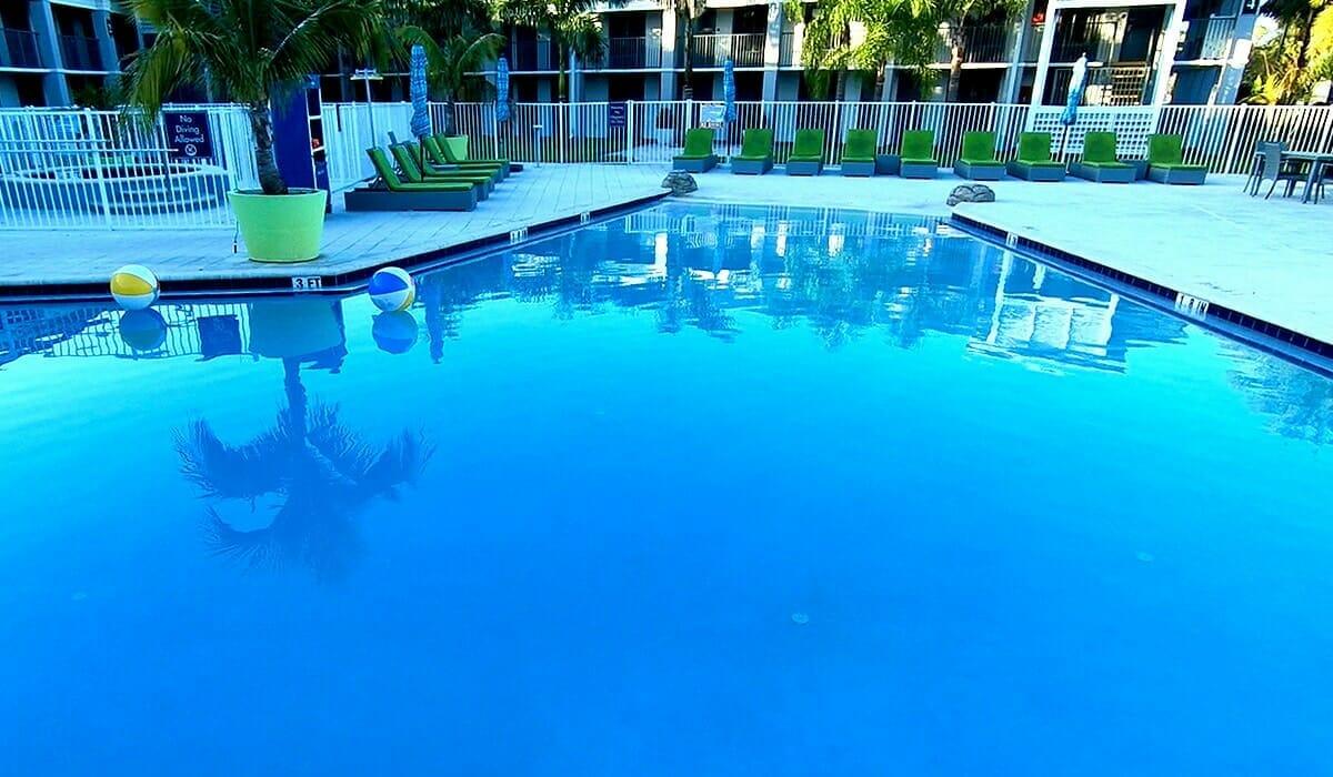 Clarion Hotel Orlando Pool 2