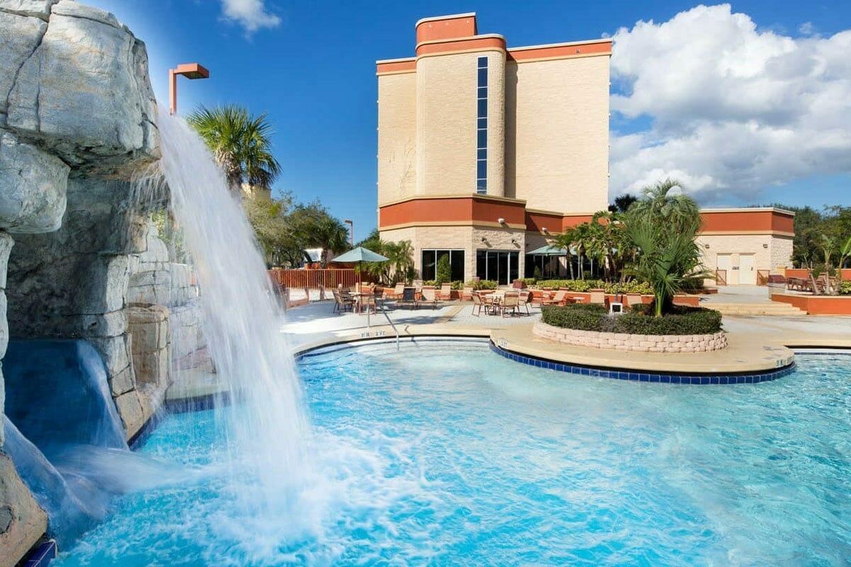 Comfort Inn Orlando Hotel Lake Buena Vista Pool 1