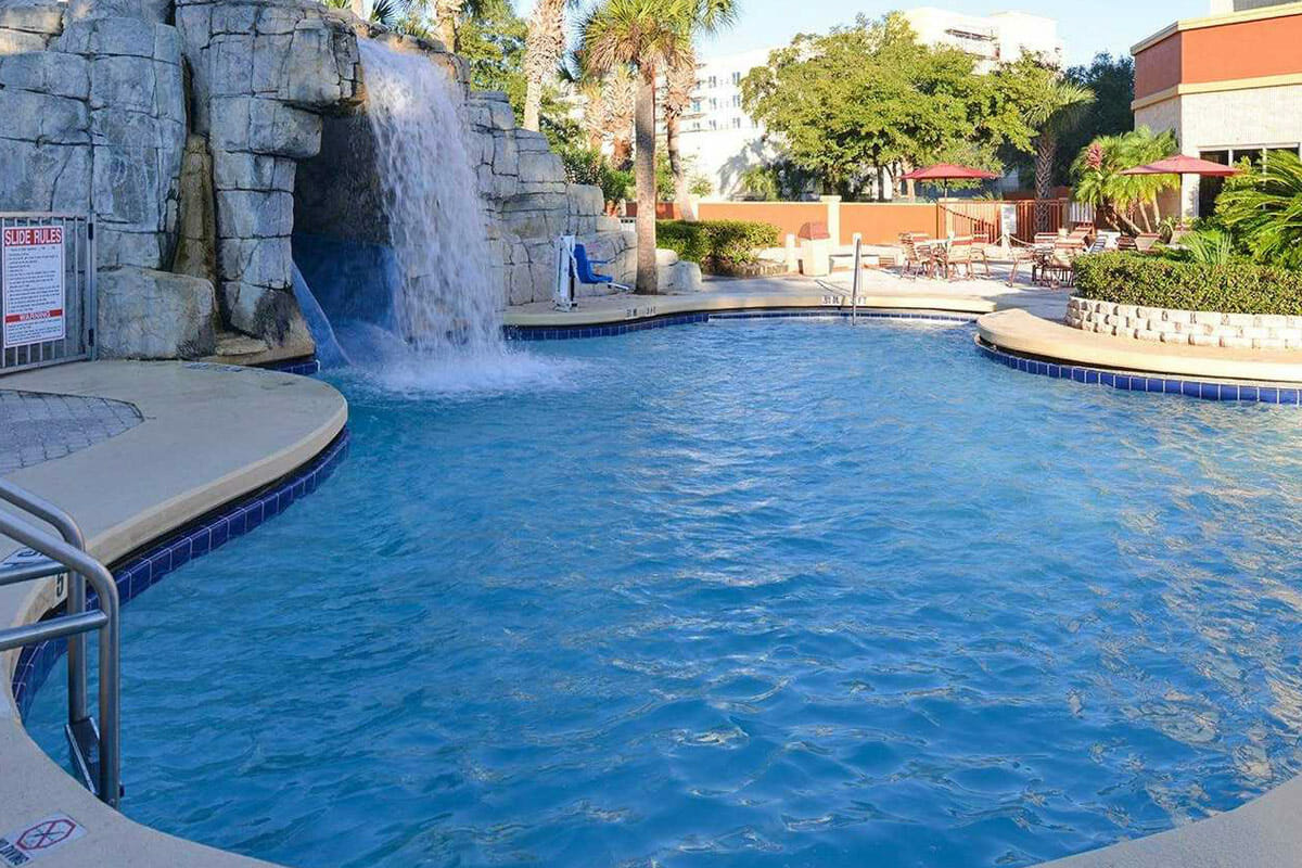 Comfort Inn Orlando Hotel Lake Buena Vista Pool 3