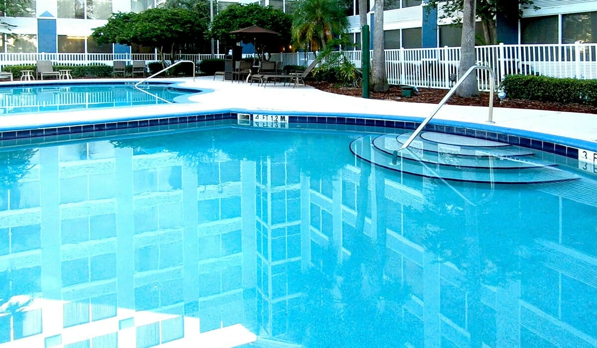 Radisson Park Inn Resort Orlando Hotel Pool 2