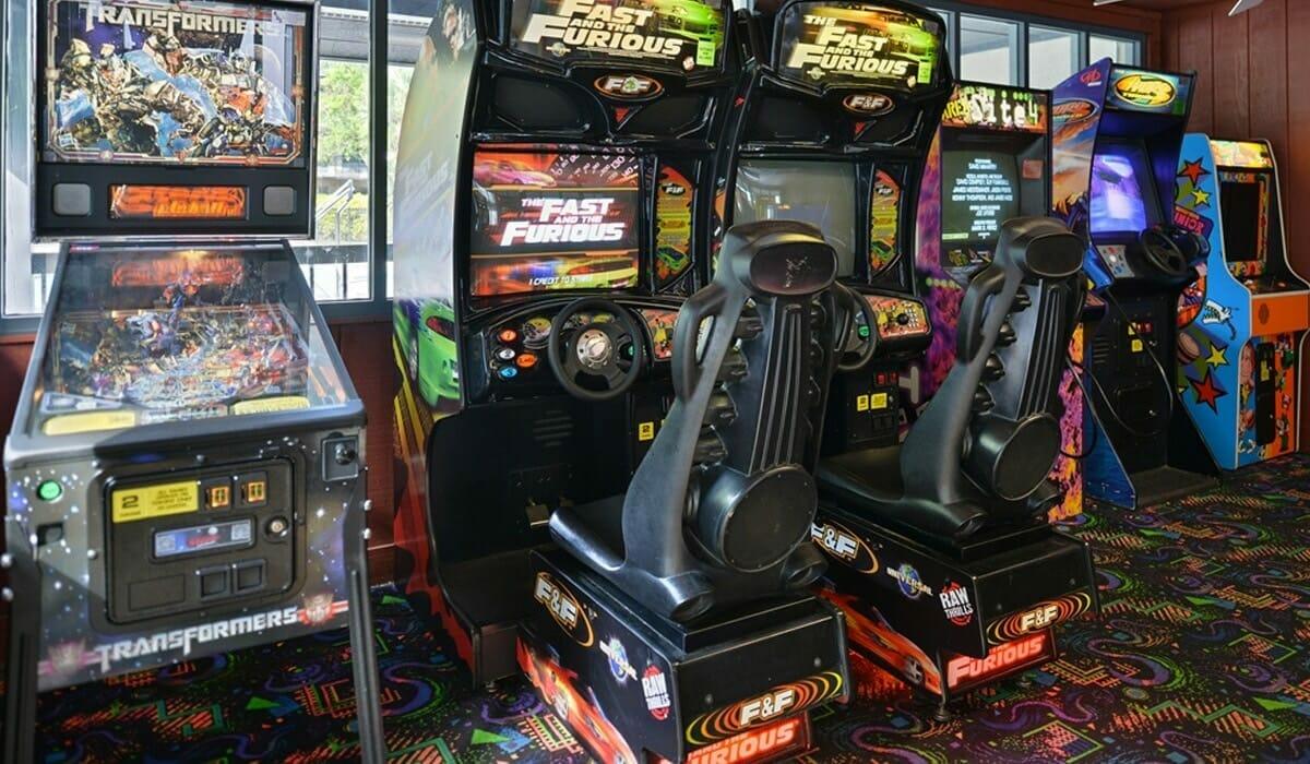 Royale Parc Suites Orlando Hotel Game Room