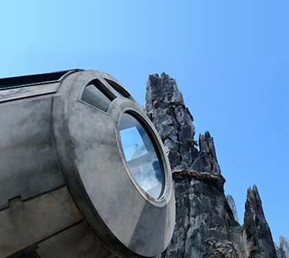 Star Wars: Galaxy's Edge, Millennium Falcon cockpit