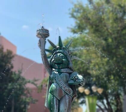 Muppets Statue of Miss. Piggy